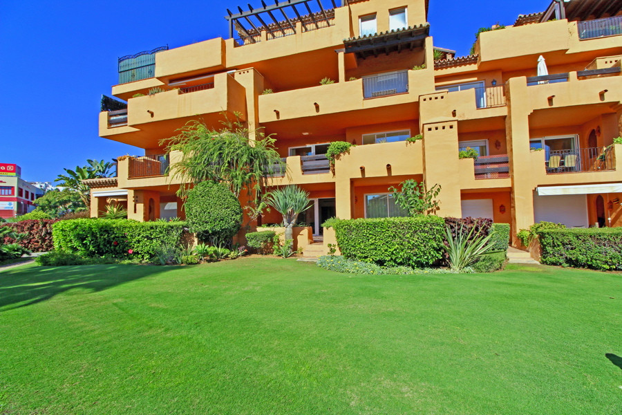 Beautifully located 3 bedrooms south facing, ground floor apartment in Los Granados Duquesa. from th,Spain