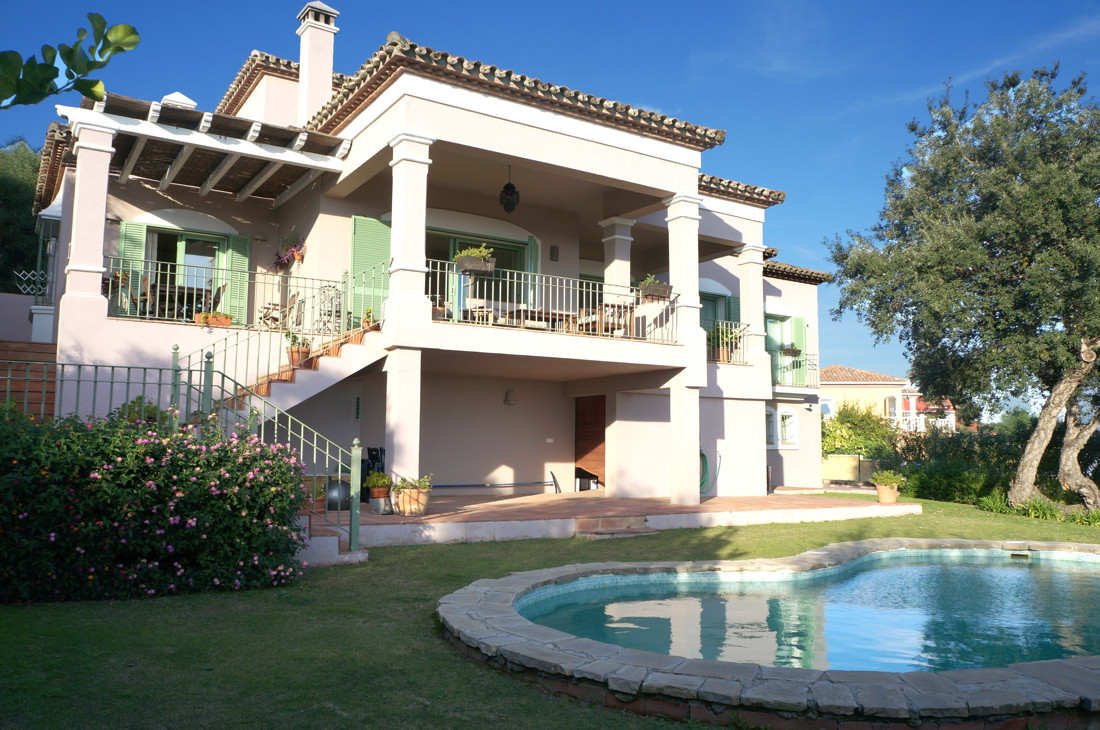 Lovely villa 5 bedroom and 4 bathroom villa situated in the prestigious, private-gated area of Torre, Spain