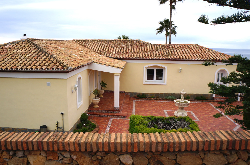 Beautiful villa, MONA LISA looks stunning with fantastic panoramic views from Marbella in the east t,Spain