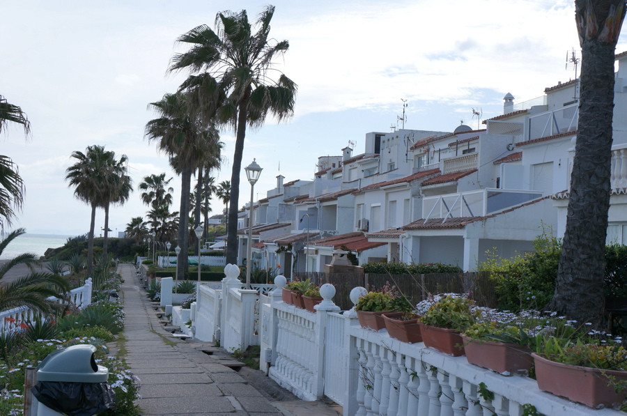 Fantastic little 2 bedroom townhouse in the first line beach complex Playa Paraiso, Comprising livin,Spain