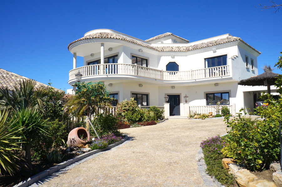 Individual architect designed detached villa situated on a quiet and private plot just 3 minutes wal,Spain
