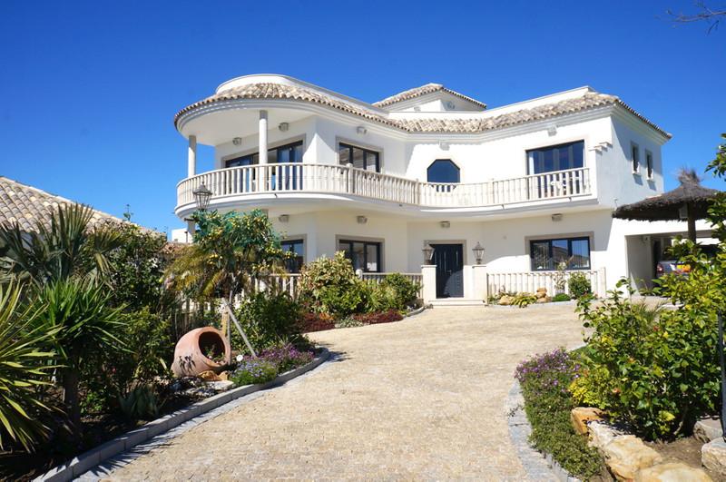 Villa – Chalet en venta, Torreguadiaro – R3141649