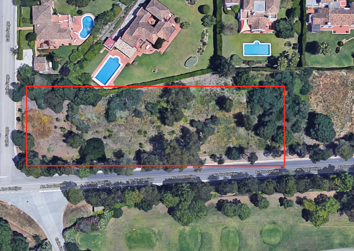 3 fantastic plots or 1 big for sale in Sotogrande Alto. Prime location in Alminara with sea and golf, Spain