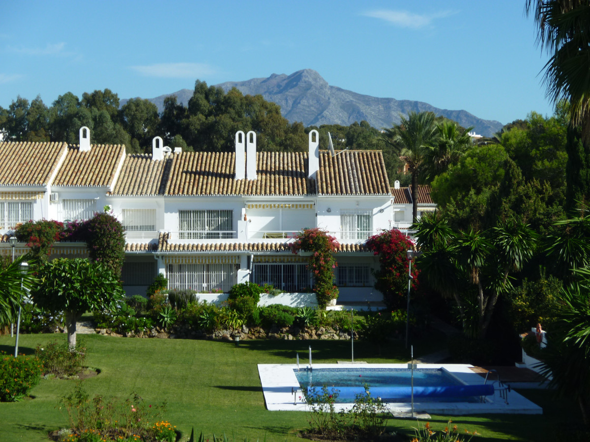 Spacious three bedroom, two bathroom garden corner apartment benefiting from an excellent position a, Spain