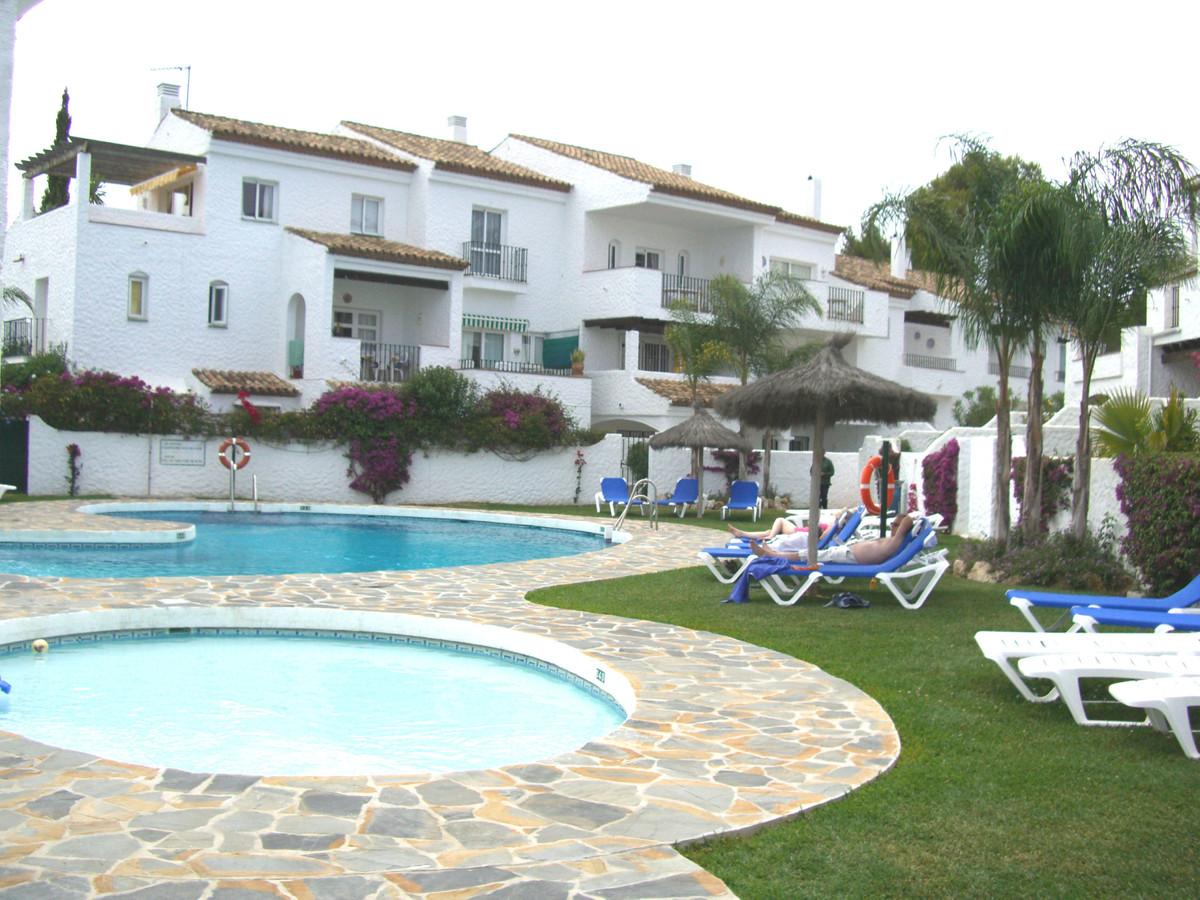 Marbella Banus Apartamento en Venta en El Paraiso – R3800242