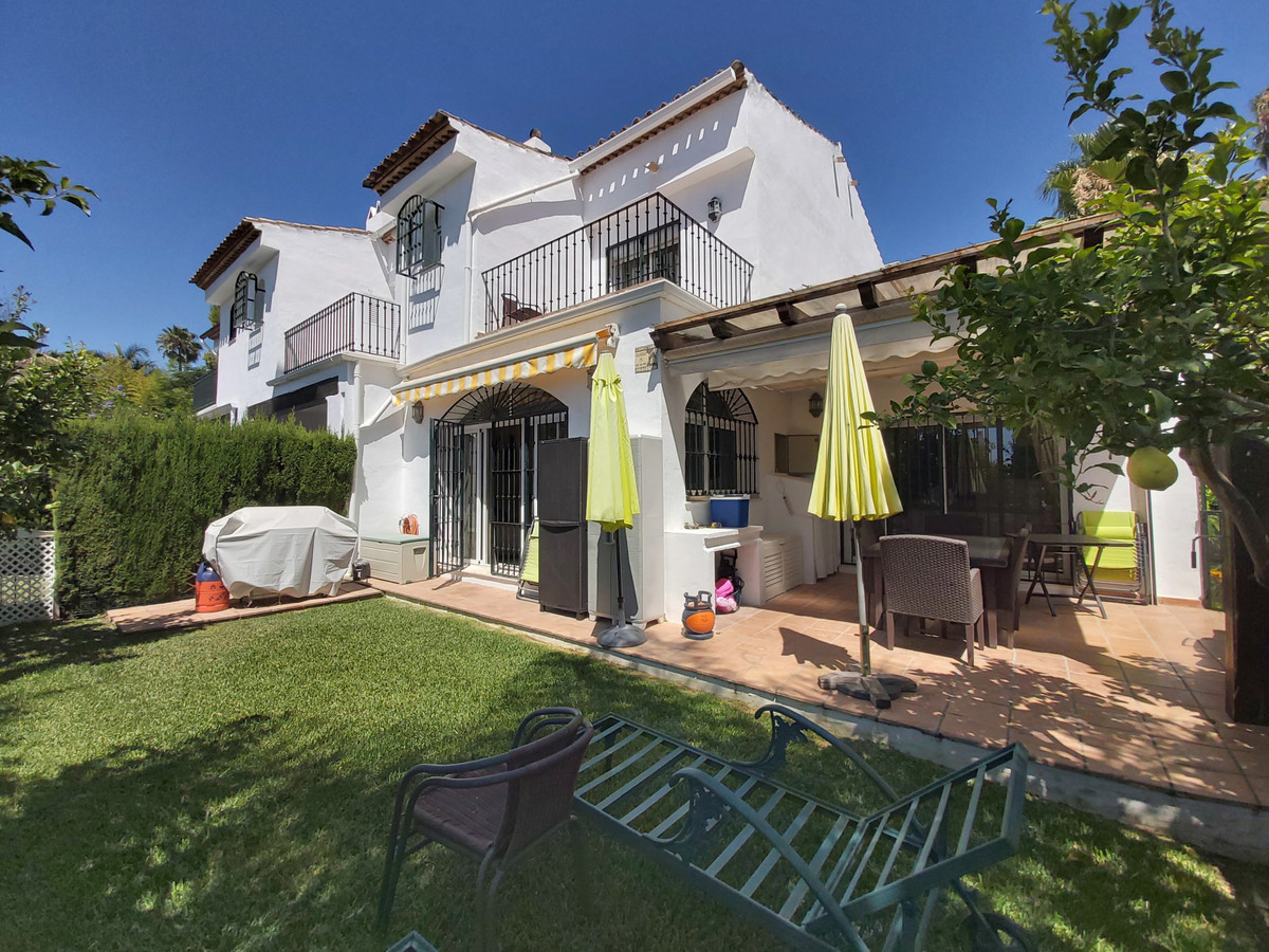 South facing three bedroom, three bathroom townhouse on popular residencial development.   The curre, Spain