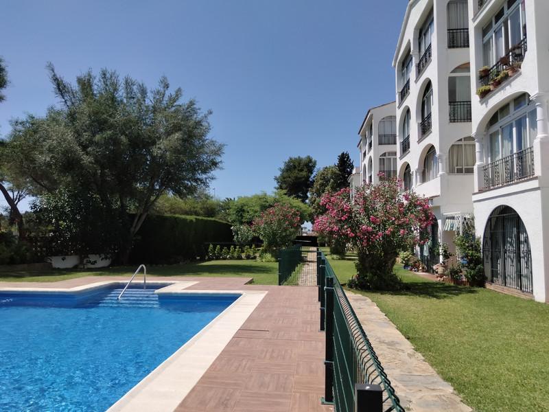 Middle Floor Apartment in El Paraiso