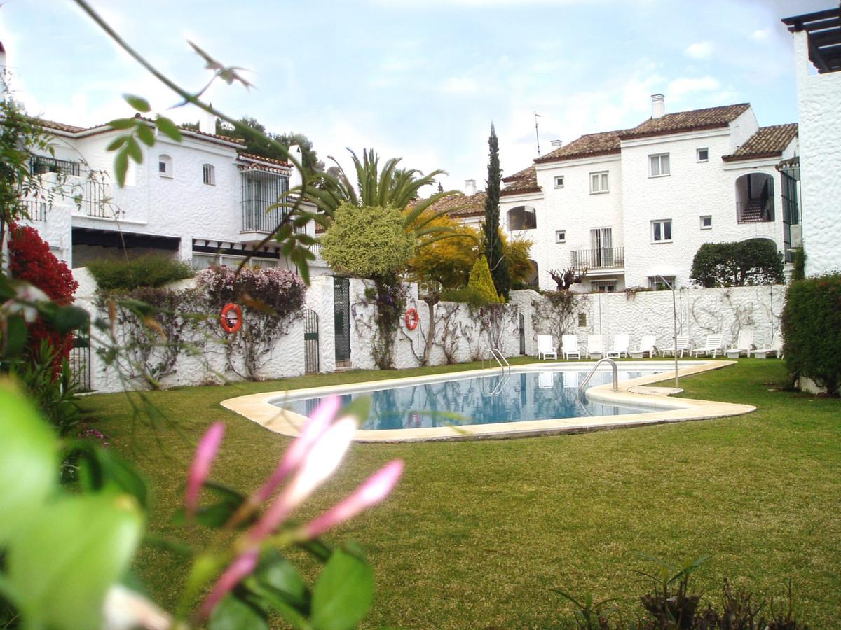 Marbella Banus Apartamento en Venta en El Paraiso – R3866911