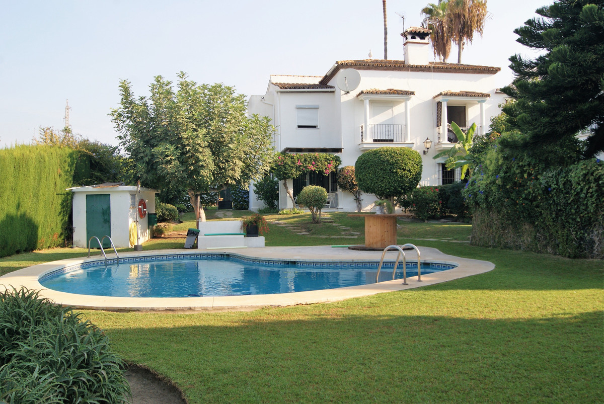 This semidetached house is located in Bel Air area, Walking distance to the shops and a short walk t,Spain