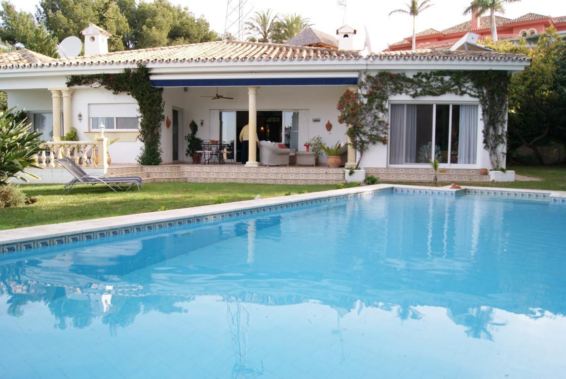 Villa – Chalet en Venta en El Paraiso – R2891849