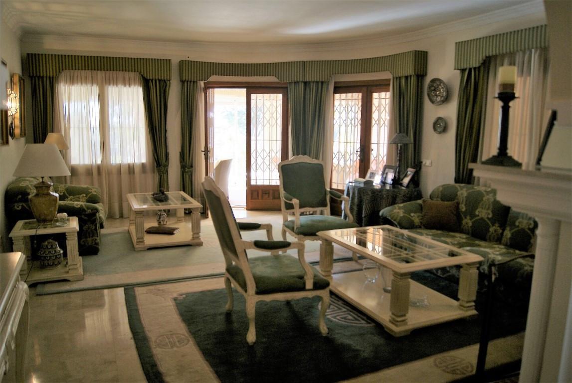 Villa – Chalet en Venta en El Paraiso – R2855843