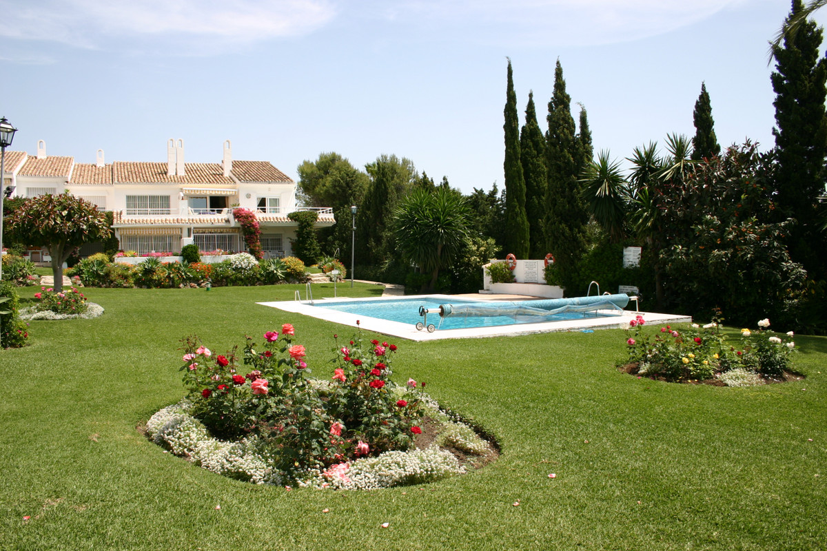 Three bedroom, two bathroom top floor corner apartment benefiting from an excellent position at the , Spain