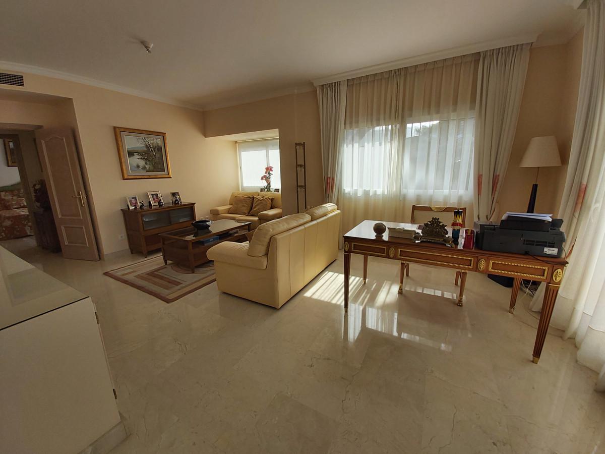 R2772746 | Detached Villa in El Paraiso – € 1,050,000 – 4 beds, 4.5 baths