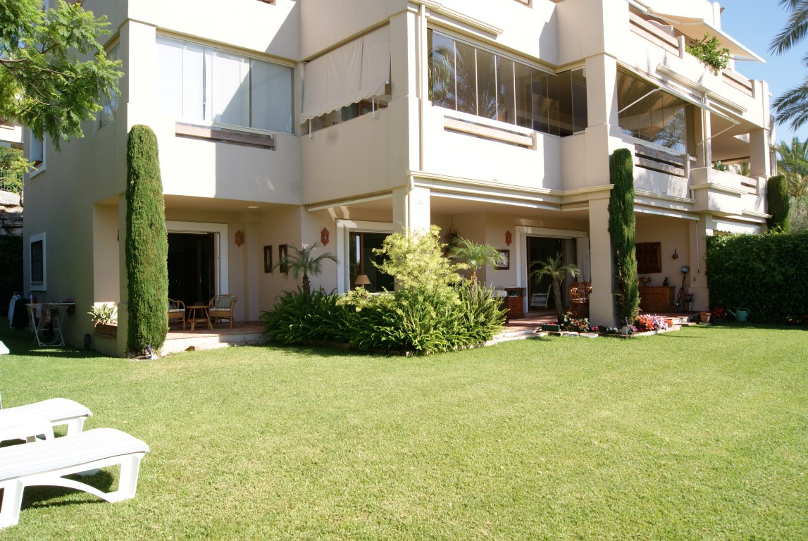 Beautiful three bedroom garden apartment in popular gated complex.  This ground floor apartment is l,Spain