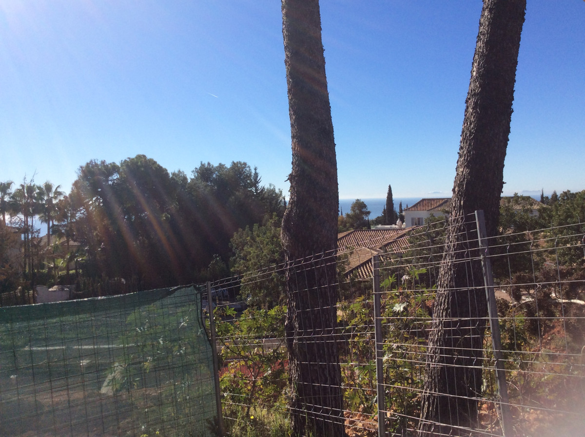 Plot situated in Sierra Blanca, with partial sea views.  The plot has a surface of 2.373sq.m2 (urban,Spain
