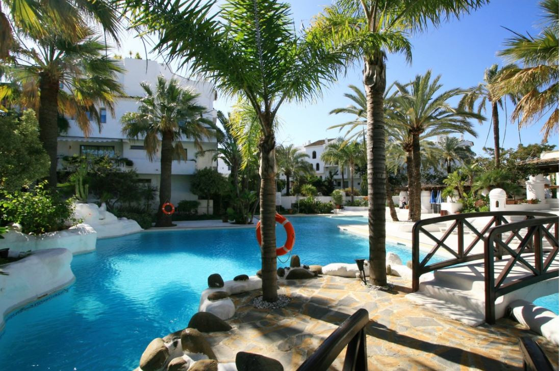 Apartment situated in magnificent situation, in La Isla, a complex on the second line of the sea, a , Spain