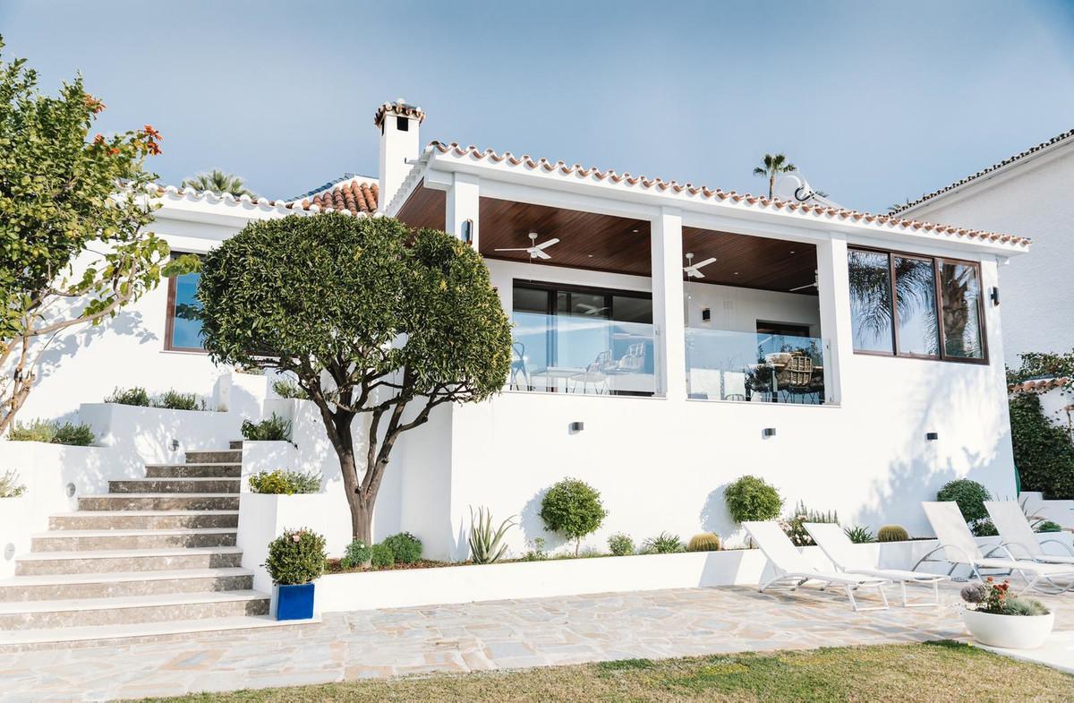 Villa  Independiente en venta   en Nueva Andalucía