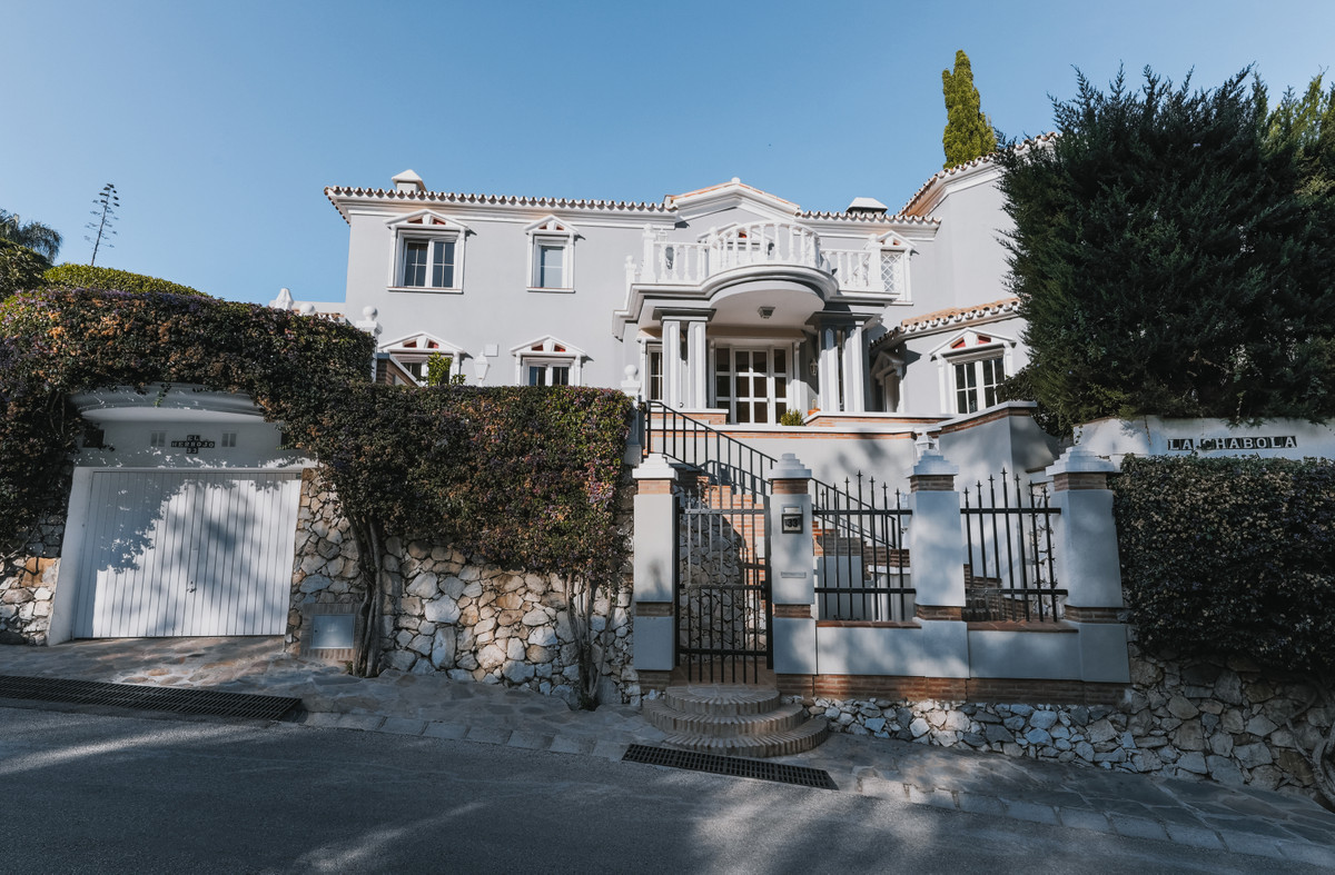 Classic Andalusian style with a modern twist you find this beautiful detached villa located within t,Spain