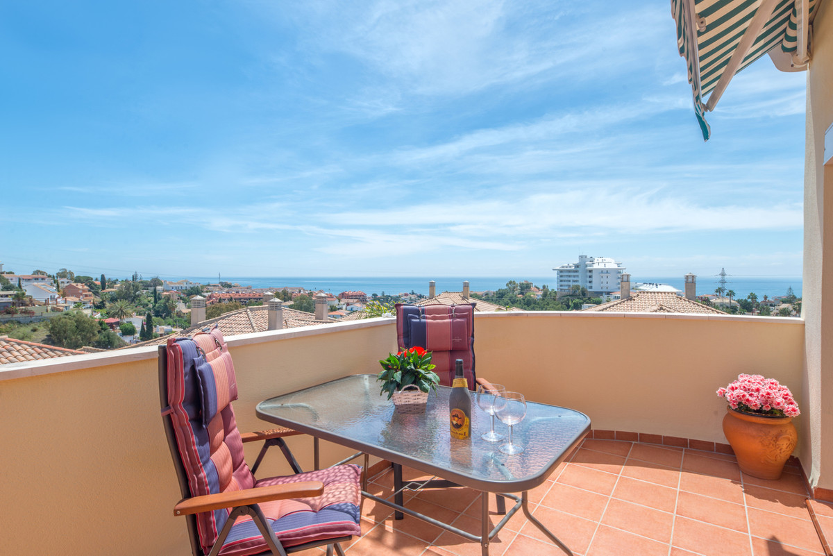 Beautiful spacious penthouse with 3 large bedrooms and 3 bathrooms (2 en-suite) with panoramic views, Spain