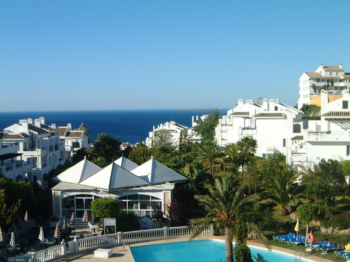 This bright 2 bed 2 bath ground floor duplex apartment is only 700 meters to the beaches and a coupl,Spain