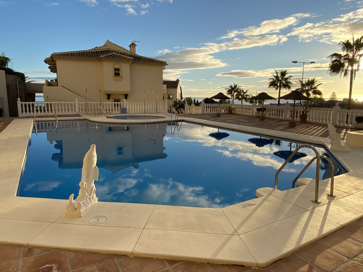 This beautiful, quiet 3 bedroom, south west facing apartment is situated within the exclusive comple,Spain