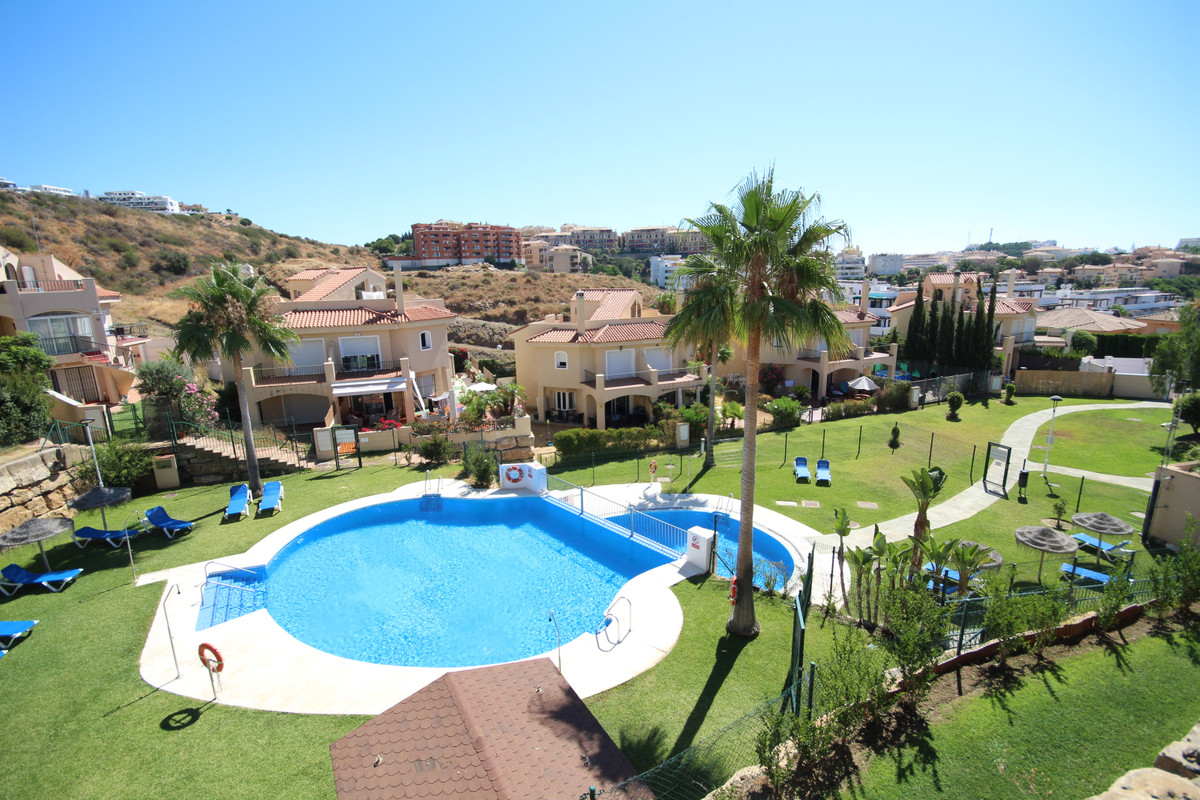 This immaculate, Modern, bright 3 bedroom, semi detached townhouse with rooftop solarium it is situa,Spain