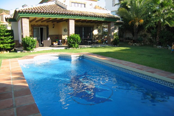 Extremely well maintained villa situated in the lovely urbanization of Torrenueva within walking dis,Spain