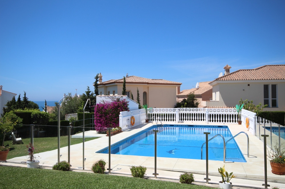 PRICE JUST REDUCED FROM 189,000 TO 159,000 FOR QUICK SALE!!!  This quiet, bright 2 bedroom south fac,Spain