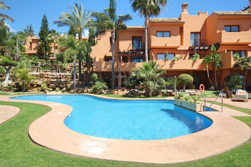 Luxury, sea views, south west facing 5 bed townhouse is situated within the exclusive, complex of Ri,Spain