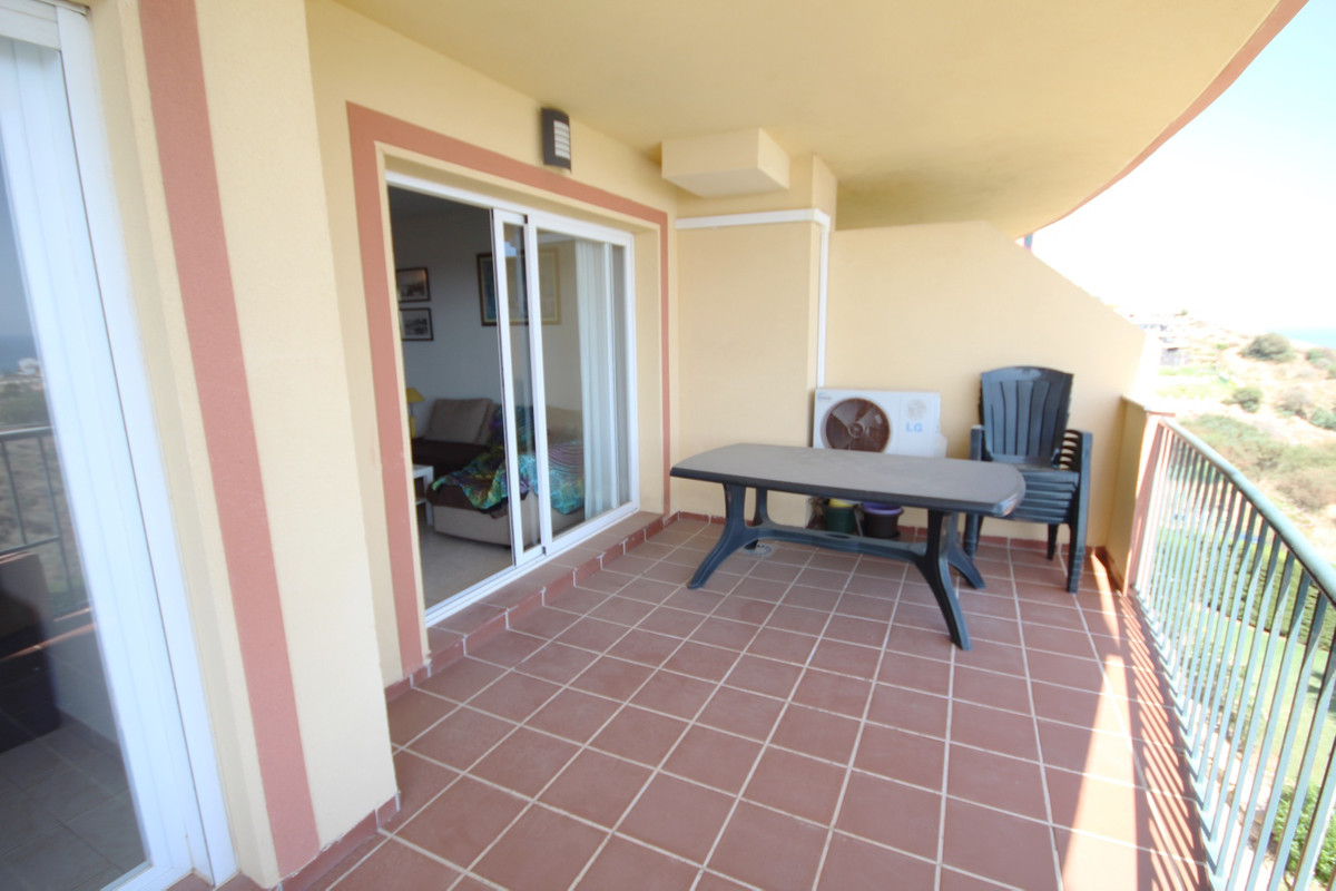 This beautiful 2 bedroom, ground floor apartment is situated within the beautifully kept complex of , Spain