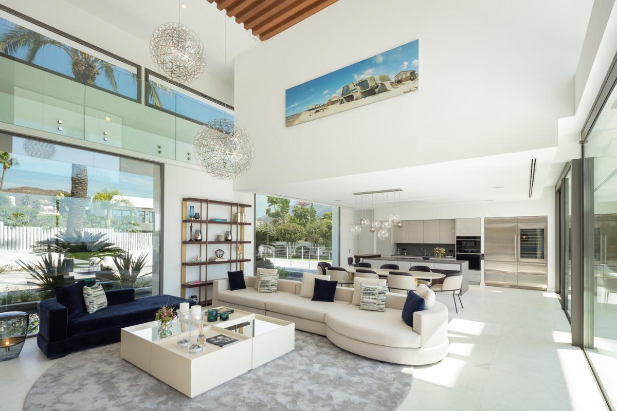 Villa – Chalet en Venta en Nueva Andalucía – R3553021