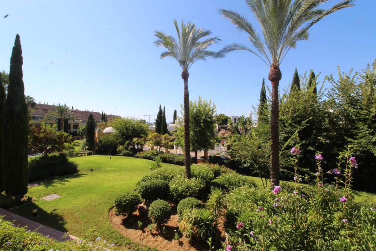 Marbella Banus Apartamento Planta Media en Venta en Bahía de Marbella – R3701189