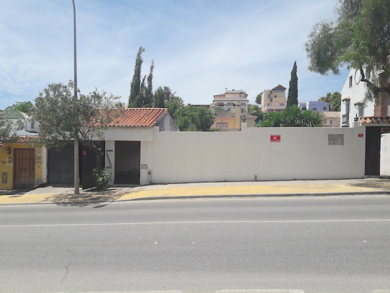 Plot in Nueva Andalucia, currently selling a house (in a demolition situation) in Nueva Andalucia, c, Spain