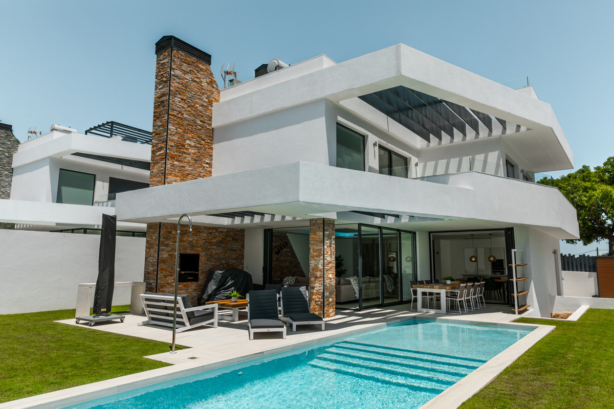 Brand new modern villa in San Pedro Playa, located just a short walk to the beach and only few minut,Spain