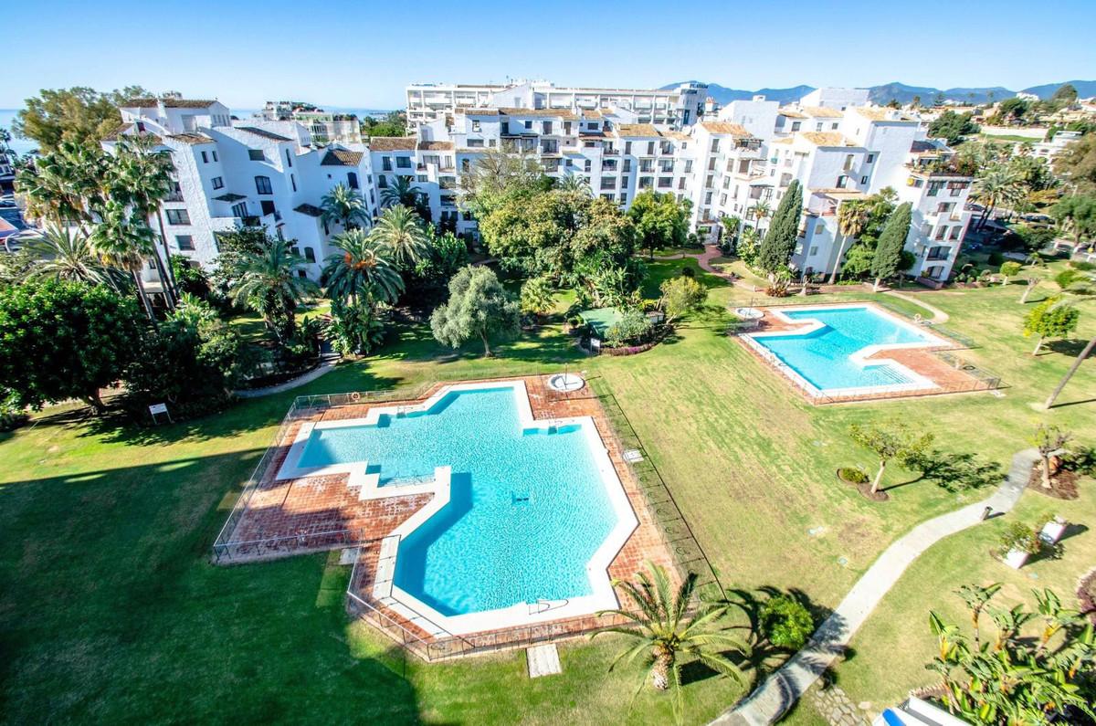 Marbella Banus Apartamento Planta Media en Venta en Puerto Banús – R3414901