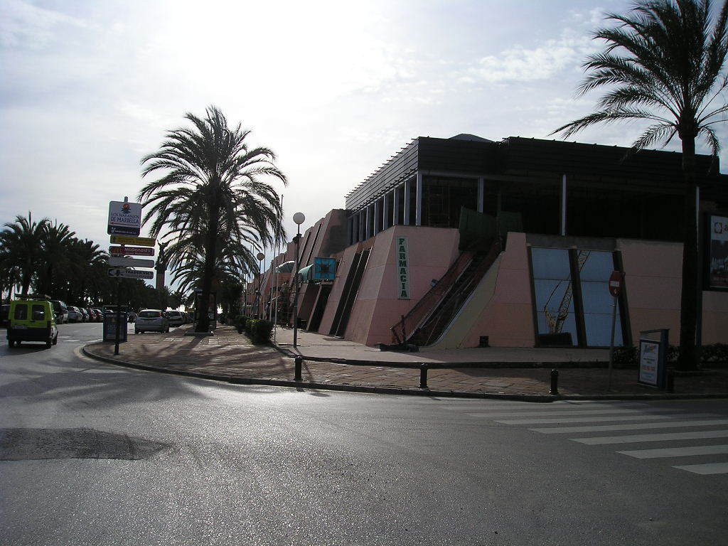 This first floor commercial space is located in a commercial center in the heart of Puerto Banus, on,Spain
