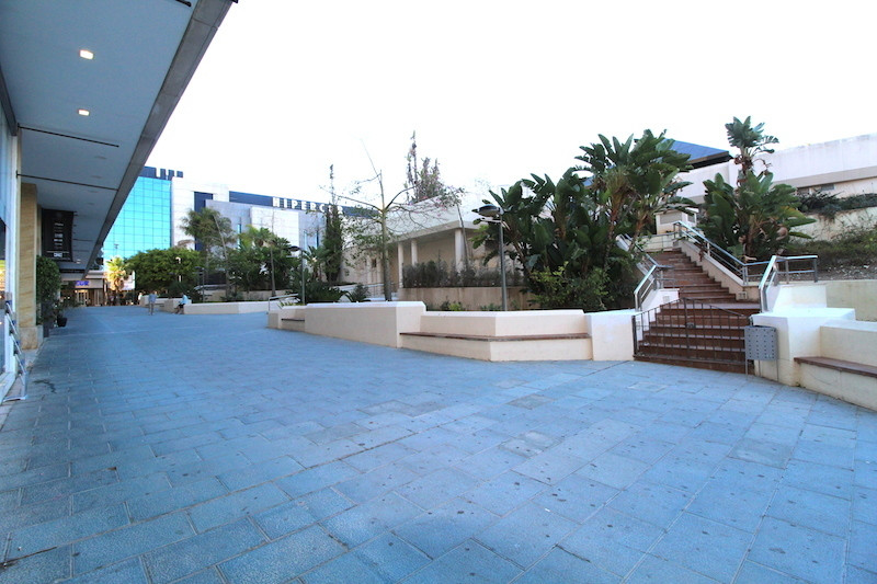 Shop for sale and for rent in Marina Banus, Marbella with 1 toilet and with orientation east. Regard,Spain