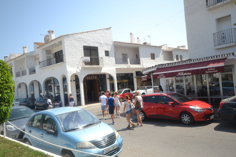 Local commercial in a Prime located in a First line of Puerto Banus, 110m2 and 70m2 terrace, Spain