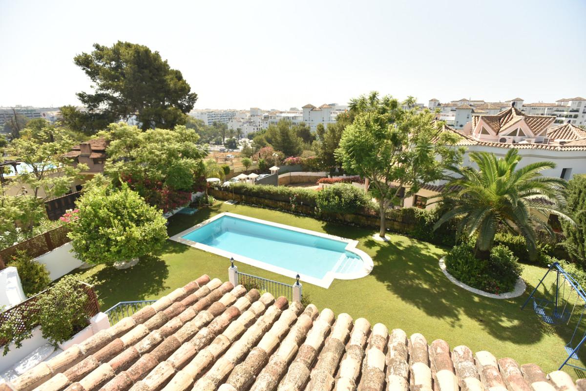 Marbella Banus Villa – Chalet en Venta en Puerto Banús – R3480772
