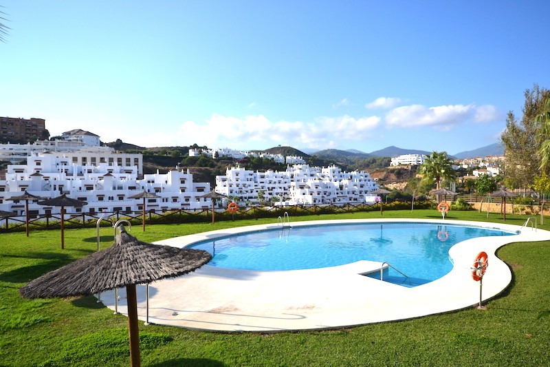 This great sunny apartment has been completely refurbished. It has a fully fitted kitchen with a bre,Spain