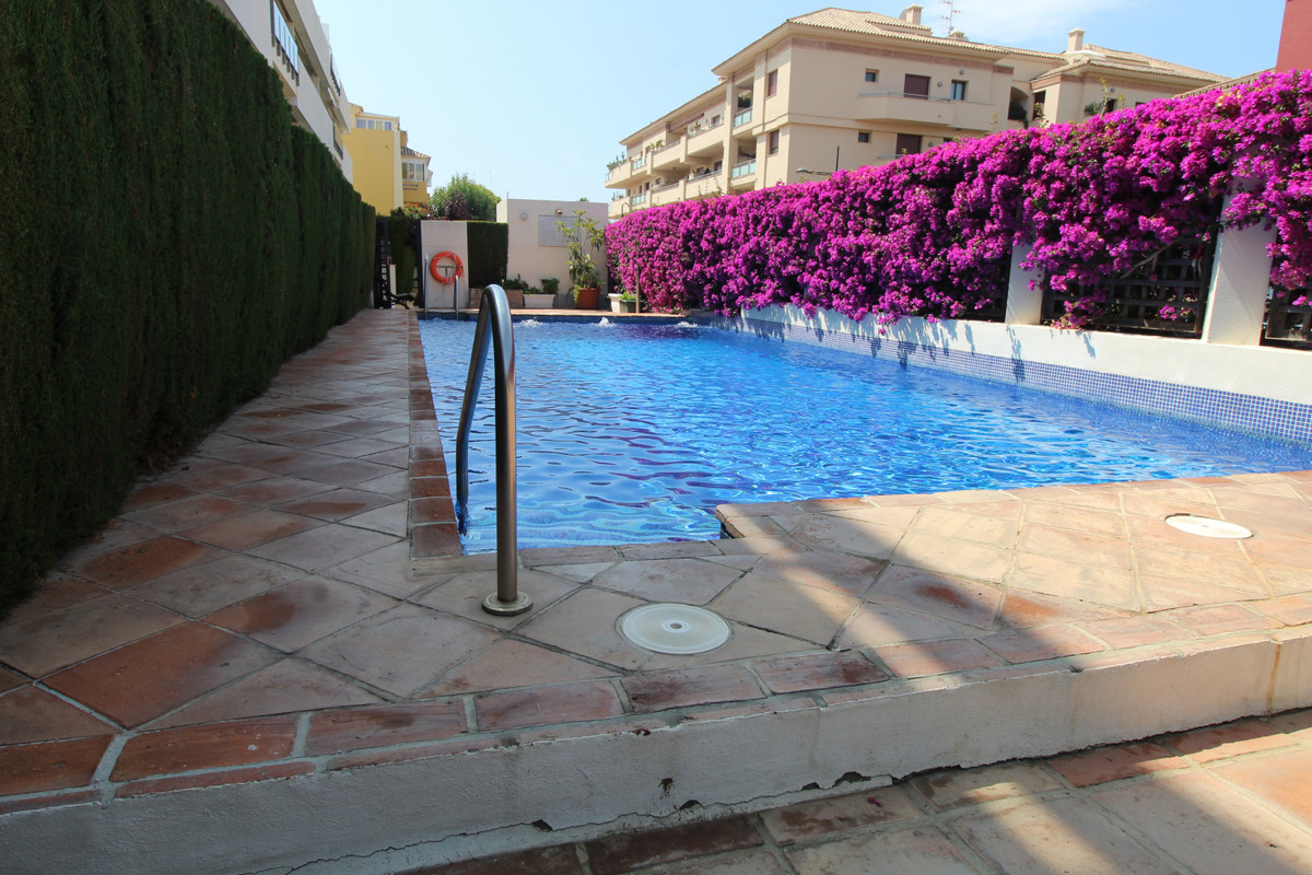 Excellent setting, a short walk to the beach of San Pedro. Easy access to all restuarants. The apart,Spain