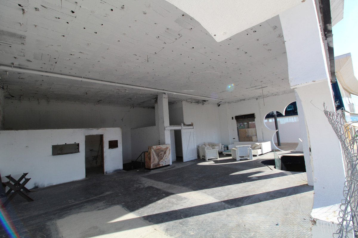 """Impressive Local commercial two levels  Situated in the business centre """"PUERTA DE BANUS"""" ,Spain"""