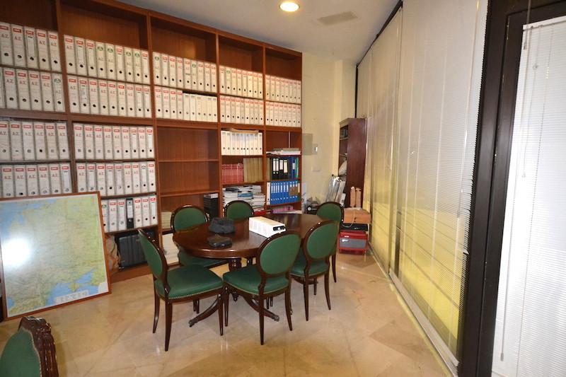 Oficina  en venta en  Puerto Banús, Costa del Sol – R2559266