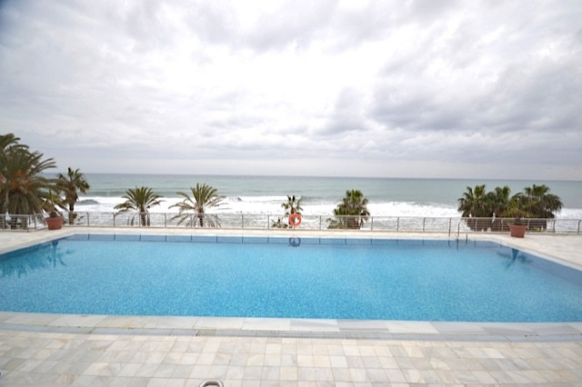 This apartment is located in Marina Mariola, a beautiful beachfront urbanisation in one of the best ,Spain