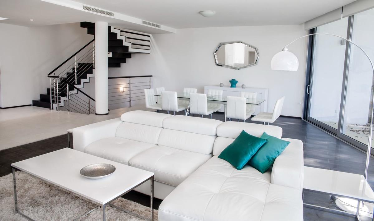 Unifamiliar Adosada 5 Dormitorio(s) en Venta Sierra Blanca