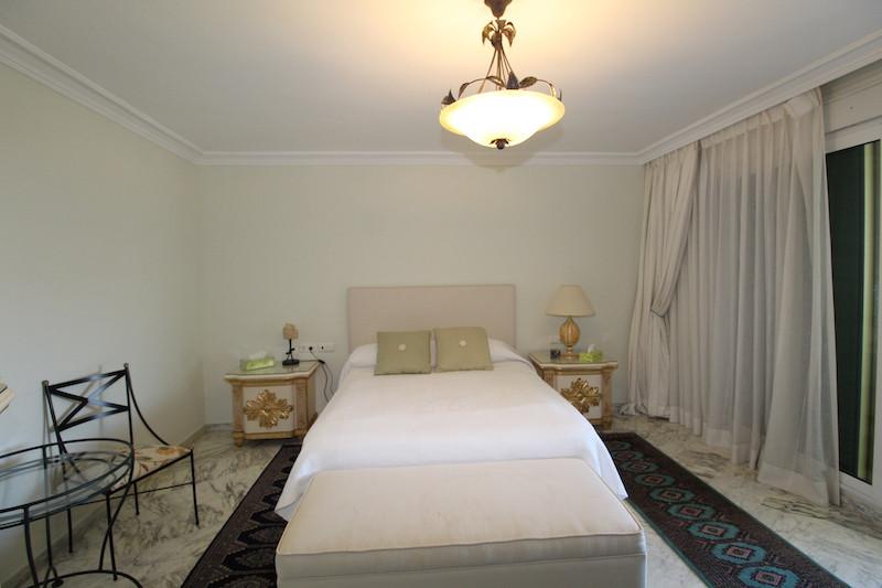 Apartamento Planta Media en Venta en The Golden Mile – R3192745
