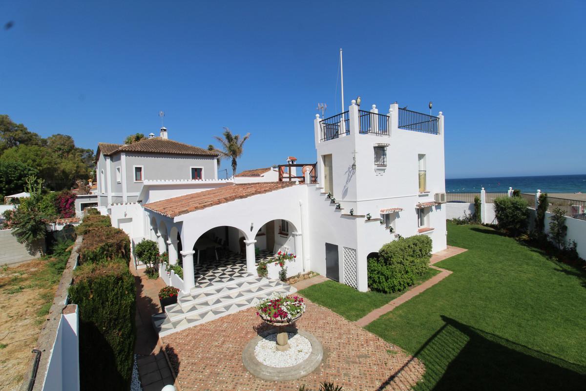 Villa  Independiente en venta  y en alquiler   en San Pedro de Alcántara