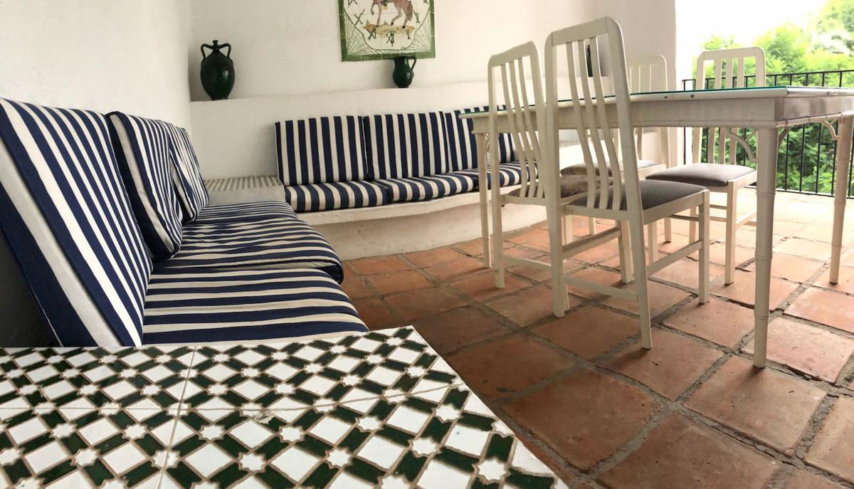 Apartment for Sale in Puerto Banus - R3254956
