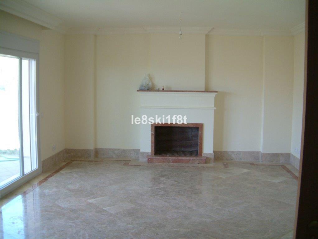 Pareado en Venta en Santa Clara – R3299380