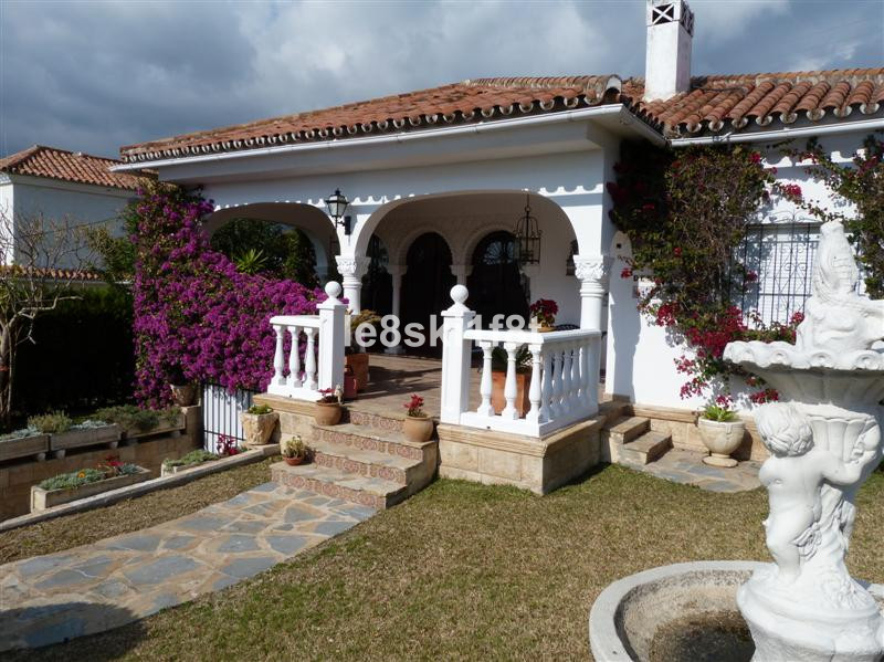 "Lovely Spanish style Villa, located in Quiet discrete residential area ""El Real"" with Marb, Spain"